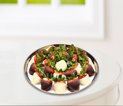 Strawberry Platter Dipped in White & Dark chocolate | Edible Arrangements®