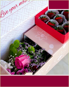 Lovely Berries & Flowers Box